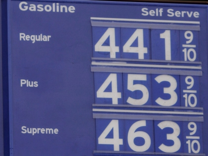 LOS ANGELES (CBS/AP) — The average price for a gallon of self-serve regular unleaded gasoline in Los Angeles County has passed the $4 mark for the first time since Aug. 19, 2008.  The average price is 3.3 cents higher than a week ago, 33.9 cents above what it was one month ago, and 90.3 cents greater than it was one year ago, according to figures from the AAA and Oil Price Information Service.