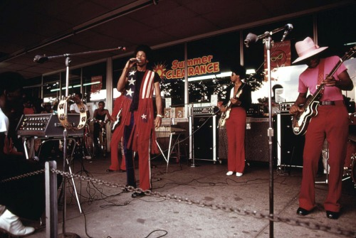 A band performs at the Lake Meadows Shopping Center in Chicago, in August of 1973.